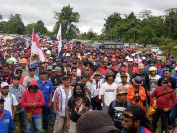 Indonesia: 3.000 mineros en huelga, despedidos